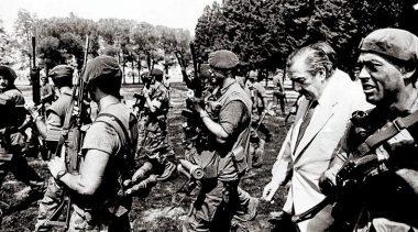 Castello busca condecorar a heridos y familiares de militares fallecidos en el ataque a La Tablada en 1989