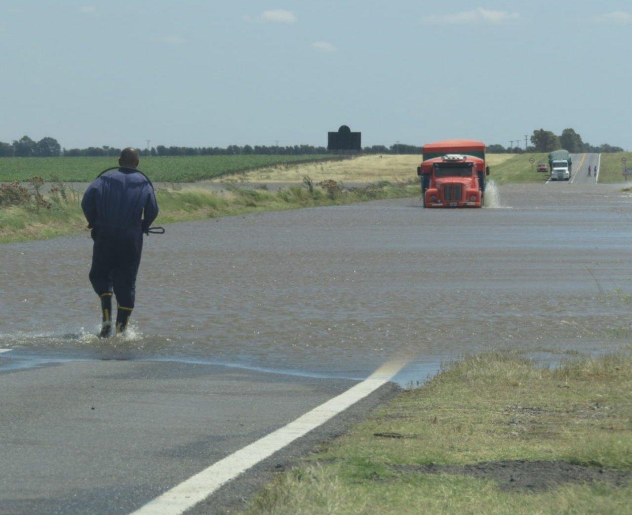 El temporal complicó a varios distritos y un tramo de la Ruta 3 quedó bajo agua