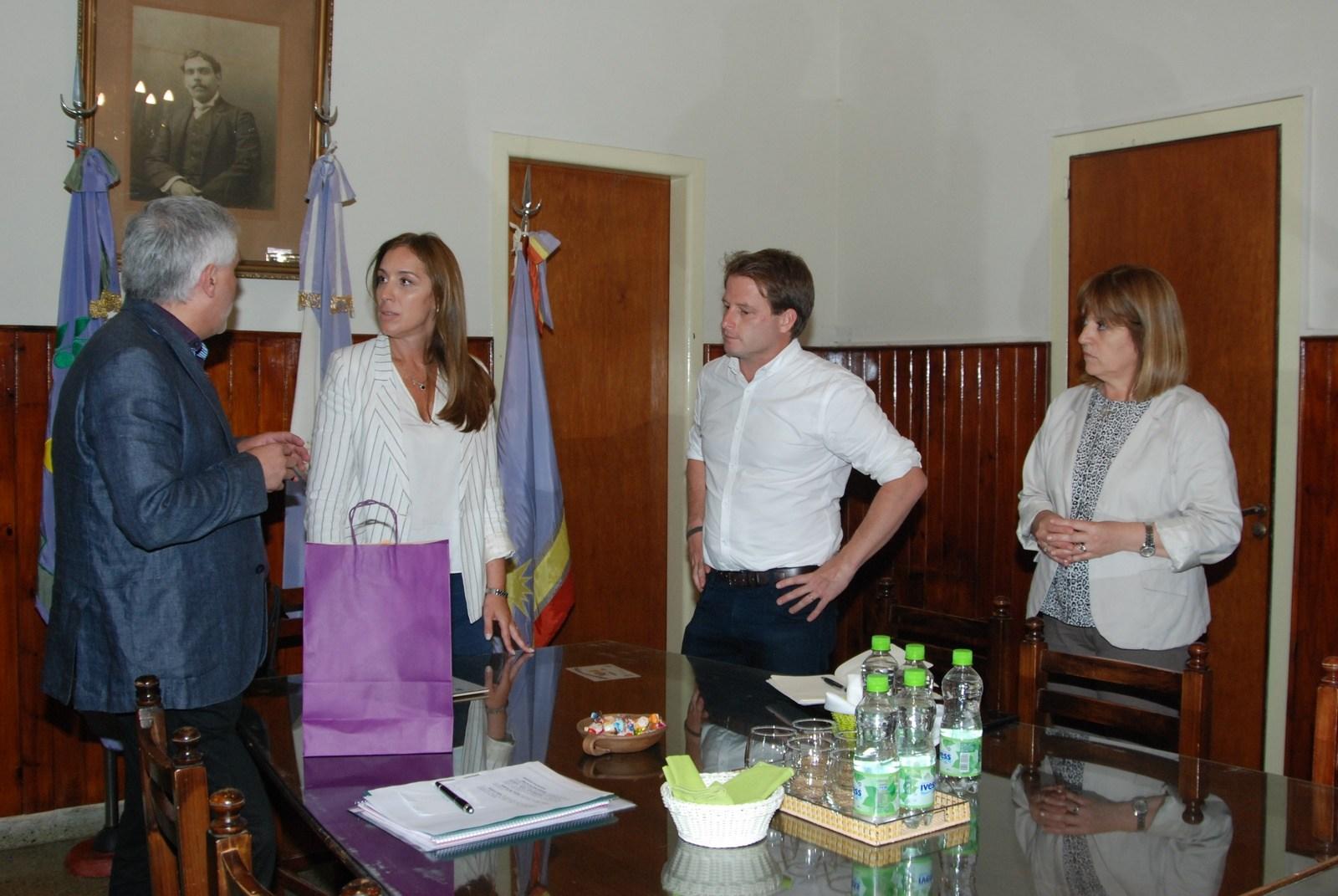 Santillan y Vidal en sala de Reuniones