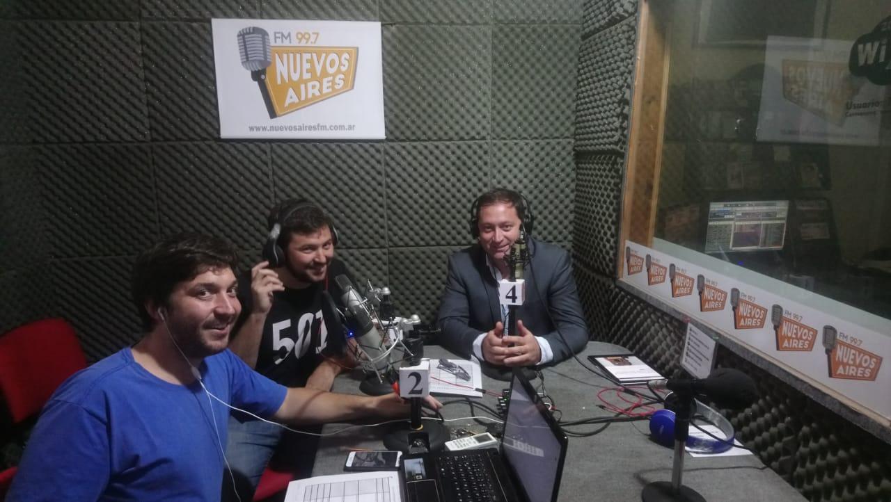 Salvador Serenal en el programa Todo Provincial Radio en el piso de Radio FM Nuevos Aires