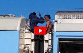Videos / Volvían desde Mar del Plata en el techo de un tren y se electrocutaron con una catenaria