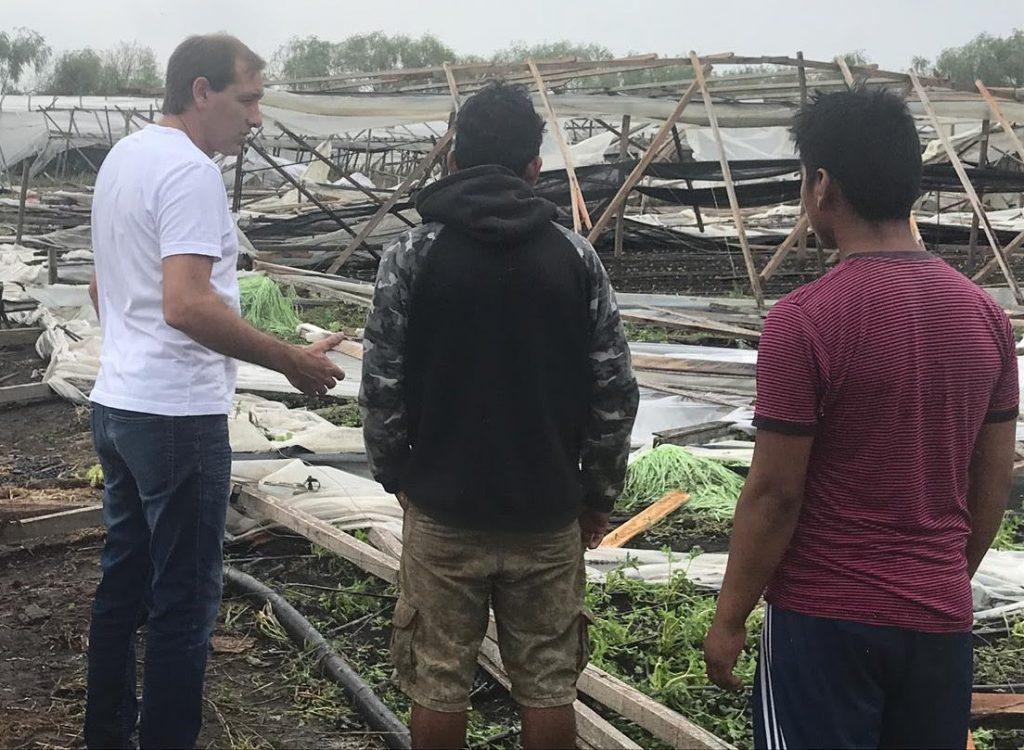 Julio Garro, Intendente de La Plata visita a productores afectados por el fuerte temporal