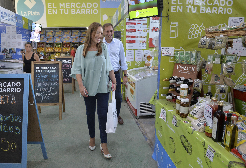 Vidal y Garro recorren puestos de mercado en tu barrio