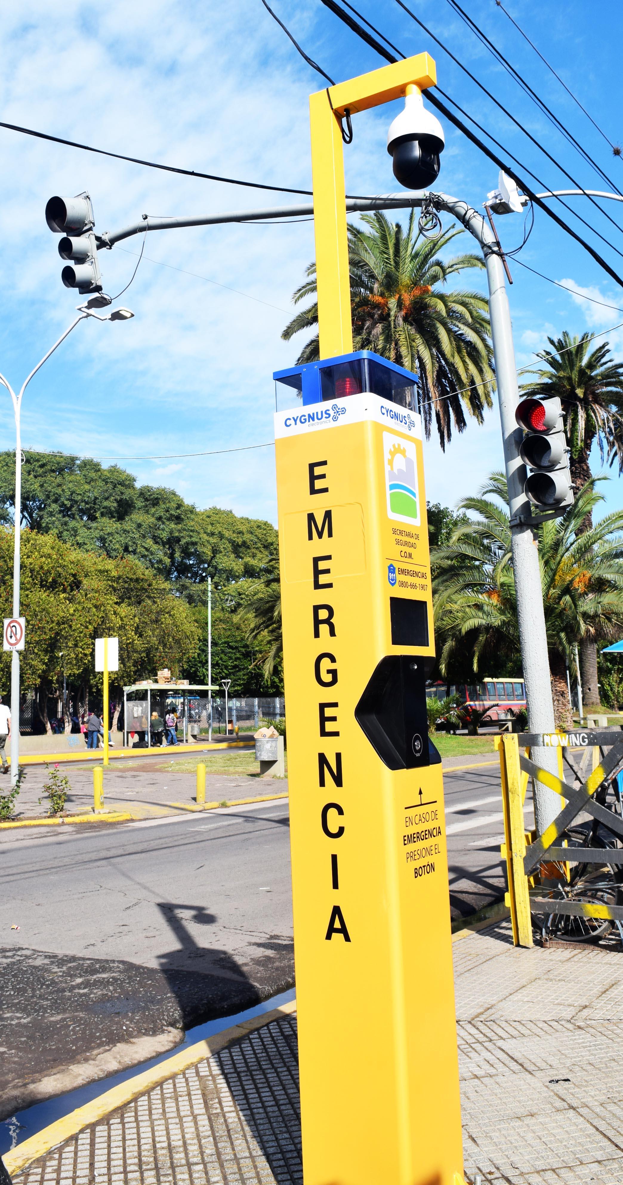 Darío Kubar puso en funcionamiento el Tótem de Emergencias en General Rodríguez