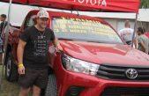 Un peluquero casarense se ganó una Toyota Hilux tras sacar un chucho de casi 9 kilos en Claromecó