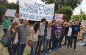 Barquero con dirigentes políticos y sociales se abrazaron en Morón para frenar el desalojo de 140 familias
