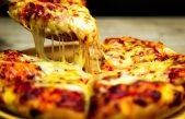 """Pizzerías en jaque por el aumento de la mozzarella: subió un 120% y dicen que """"no tiene techo"""""""