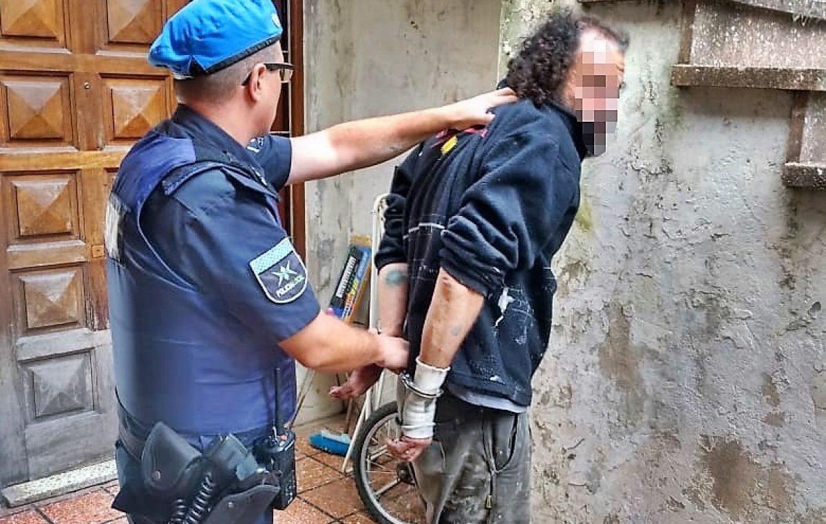 Morón / Detuvieron a un hombre que disparaba tiros al aire cerca de un Jadín