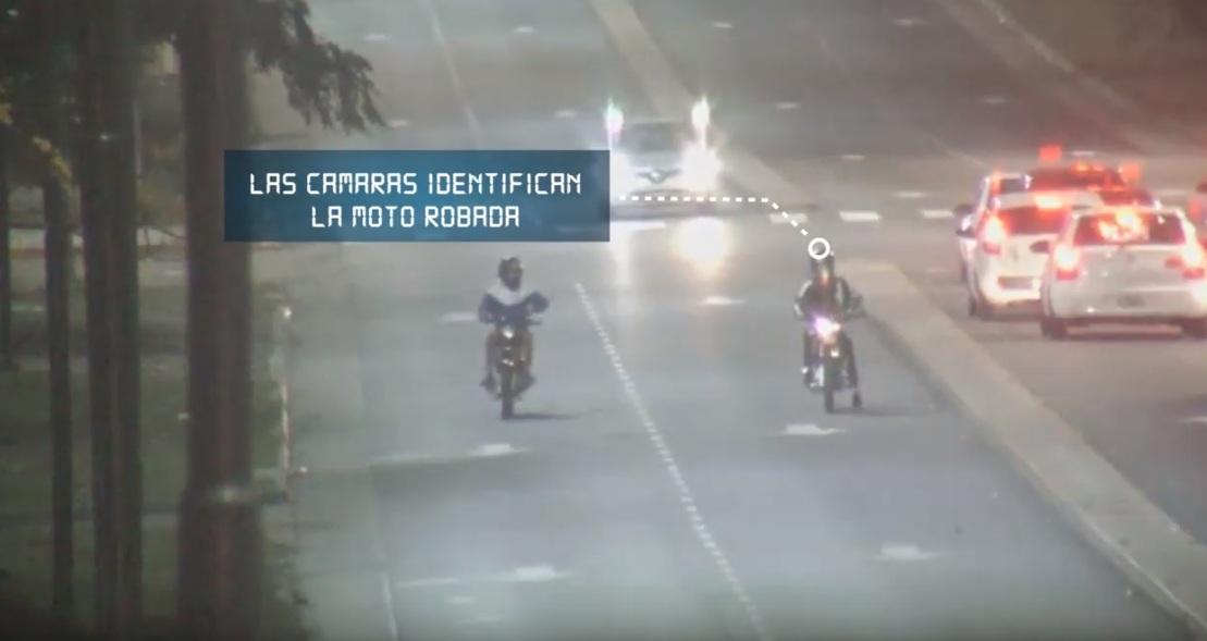 """San Miguel / Robaron una moto a punta de pistola y """"Ojos en Alerta"""" los detectó, terminaron presos"""