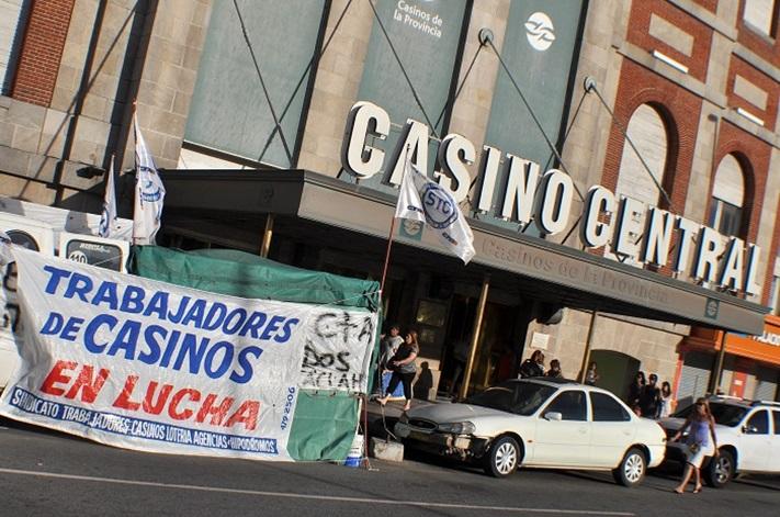 Trabajadores de Casinos harán un nuevo paro y cortarán Ruta 2 en Semana Santa
