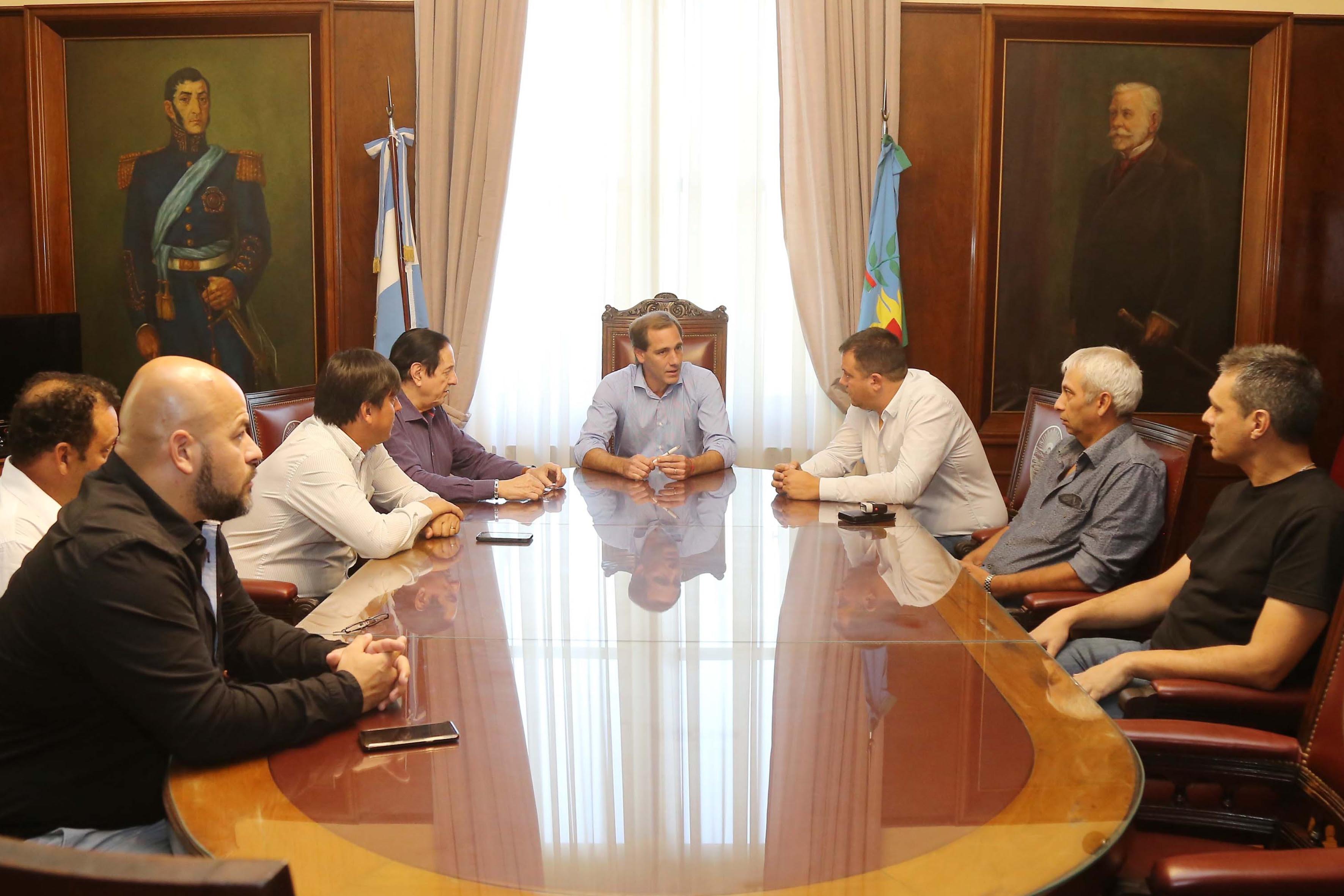 El municipio de La Plata acordó un aumento del 30% para municipales con un retroactivo del 8% igualando a provincia