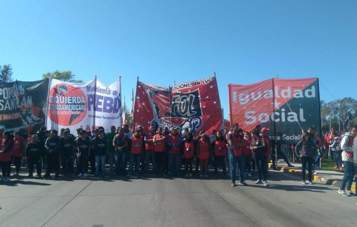 Corte en autopista Buenos Aires-La Plata:  Cooperativistas con sueldos indigentes y sin trabajo reclaman incumplimiento del municipio