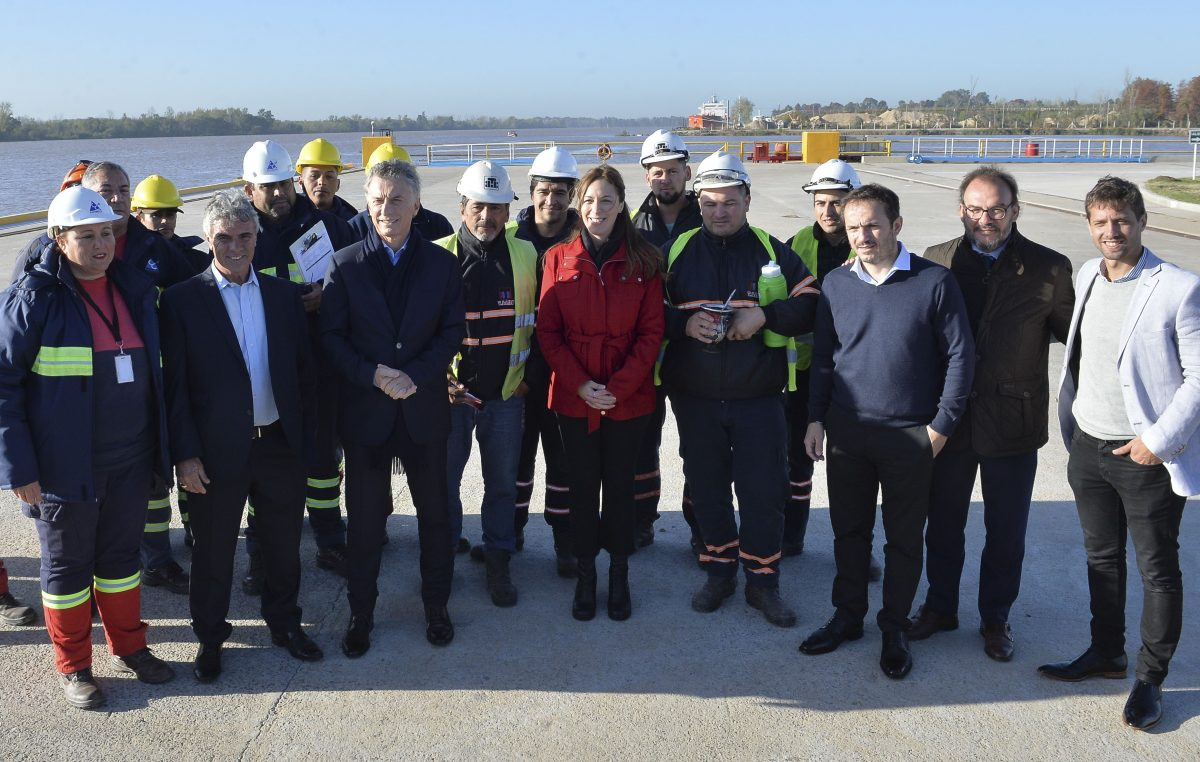 Vidal y Macri recorrieron una terminal portuaria y una refinería en Campana