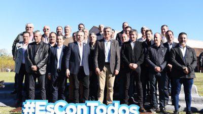 Alberto Fernández y Máximo Kirchner con intendentes peronistas en San Antonio de Areco