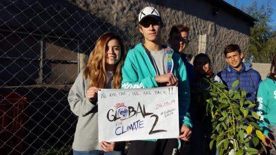 Estudiantes de Daireaux plantaron árboles para protestar contra el cambio climático
