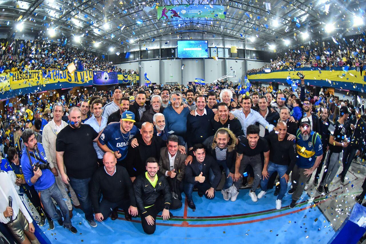 Gribaudo junto a ex jugadores y dirigentes de Boca Juniors