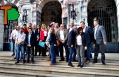 Intendentes peronistas plantaron bandera en Gobernación y reclamaron la devolución de fondos recortados
