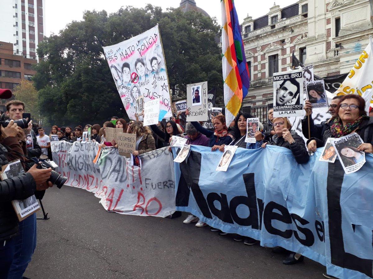 """""""A los pibes los mató la policía"""": masiva marcha en La Plata por la masacre de Monte"""