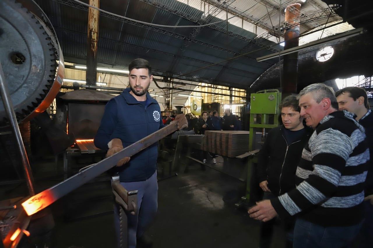 """Kicillof visitó Arribeños y expresó """"la provincia necesita más producción y menos marketing"""""""