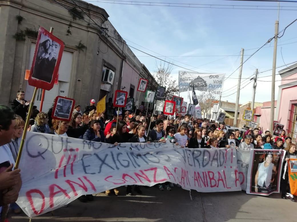 Multitudinaria marcha en Monte a un mes de la masacre