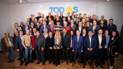 """Intendentes con Axel: """"Se logró una gran foto para el comienzo de la campaña"""", destacó Acerbo"""
