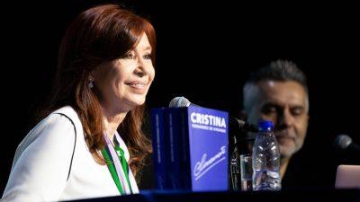 Con su libro bajo el brazo, CFK realiza el primer acto de campaña en la Provincia