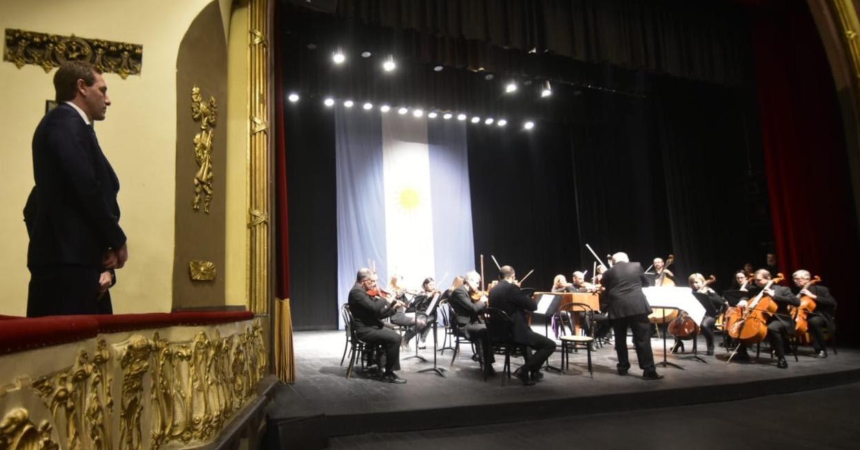 La Plata / Garro en la gala por el 203º Aniversario de la independencia