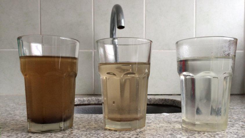 Alumnos de Ituzaingó buscan convertir el agua de río en potable, filtrandola con semillas y presentarán el proyecto en Suecia