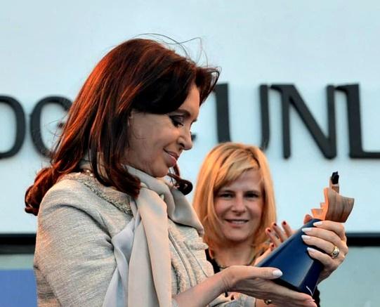 Cristina reaparece después del triunfo en las PASO con un acto en La Plata junto a Saintout