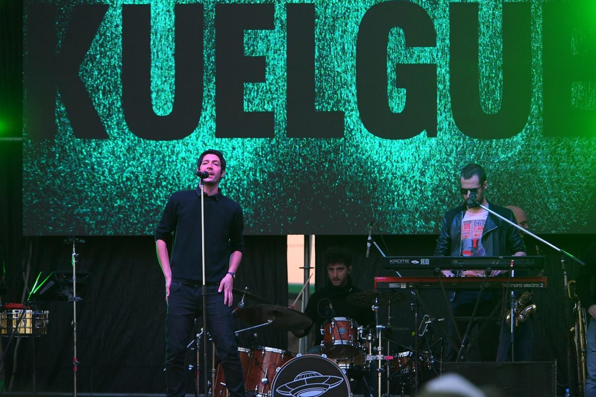 "Miles de jóvenes disfrutaron de la música de ""El Kuelgue"" en Mercedes"