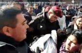 Video / vecinos de La Plata se plantaron ante la policía y evitaron la detención de un mantero senegalés