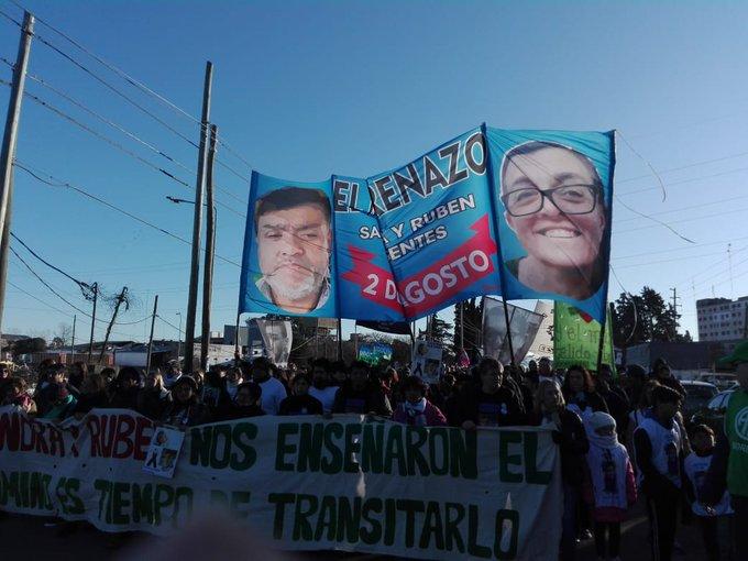 """Marcharon por Sandra y Rubén a un año del """"asesinato laboral"""" en la Escuela 49 de Moreno"""