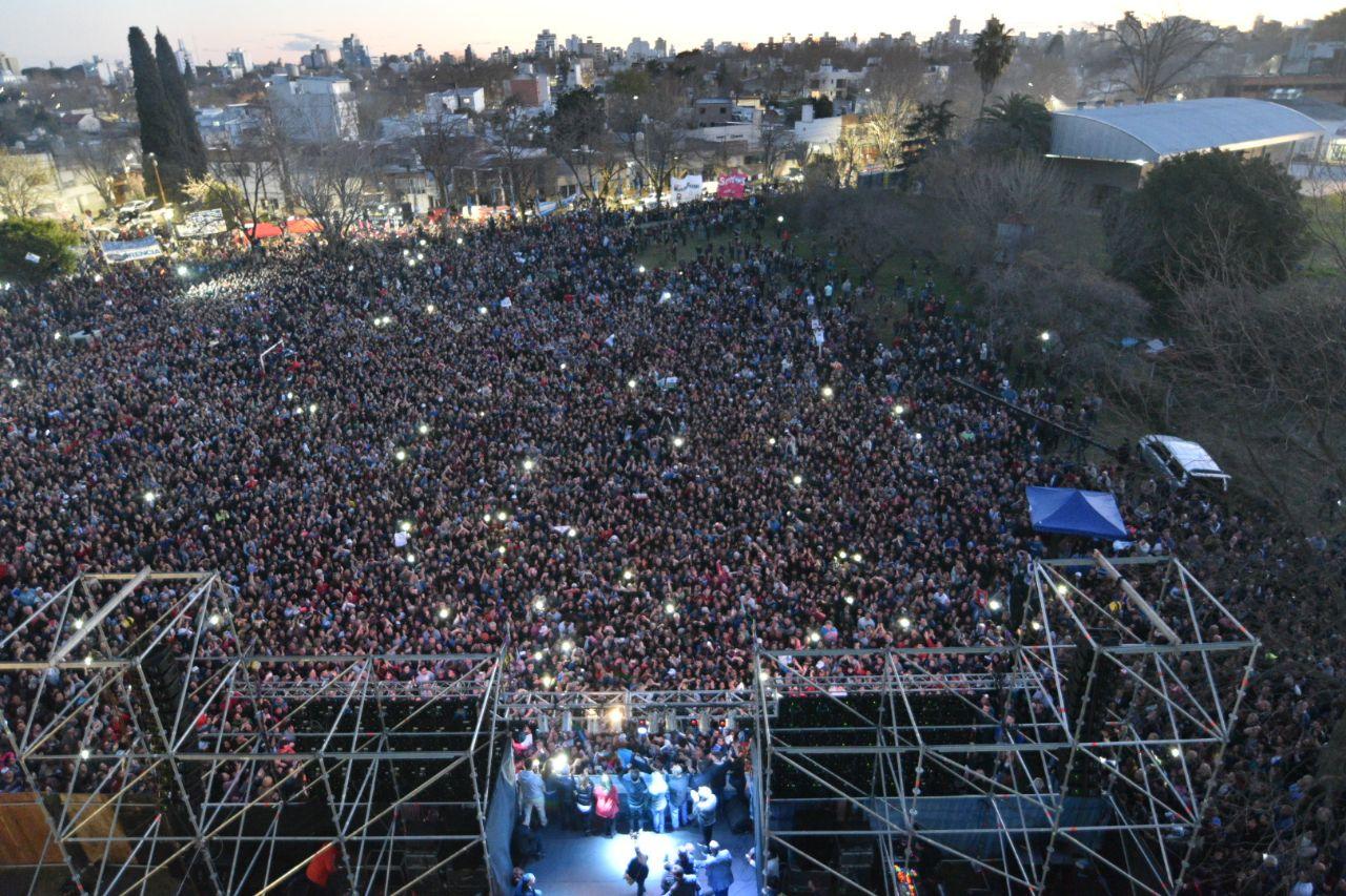 """Saintout recibió el apoyo de Cristina, Kicillof y se perfila para una elección """"reñida"""" en la capital bonaerense"""