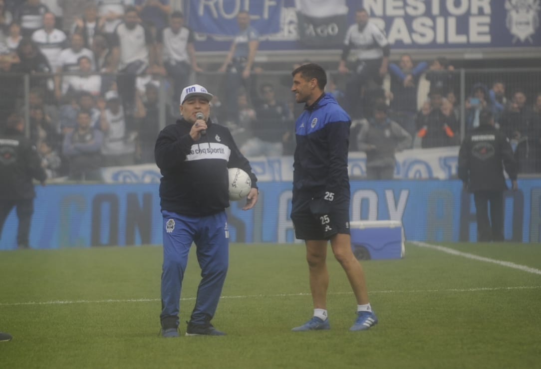 Presentación de Diego Maradona en Gimnasia La Plata (Foto: Dino Calvo)