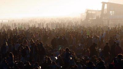 Miles de personas recibieron la primavera en las playas de Monte Hermoso