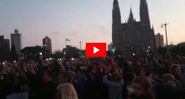 """""""Si vos querés, Garro también"""", el flashmob antimacrista llegó a La Plata"""