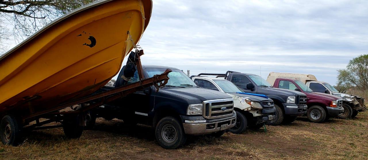 Se realizaron 10 allanamientos simultáneos y se incautaron 7800 kilos de pejerrey, 3 embarcaciones y armas de fuego en Pehuajó