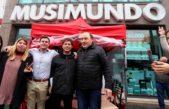 Kicillof estuvo en el acampe de los trabajadores despedidos de Musimundo en Olavarría