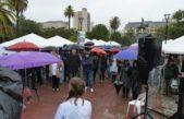 Médicos protestaron bajo la lluvia frente a la gobernación bajo el lema #IOMAasíNovaMás