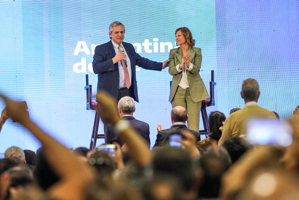 """""""Estamos resucitando, tengamos confianza y el domingo llenemos las urnas de votos"""", arengó Alberto Fernández en La Plata"""