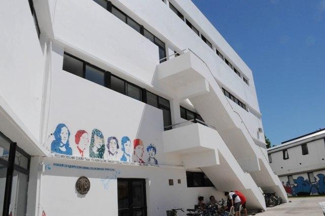 Murió un trabajador tras caer del techo del Colegio de Bellas Artes de la UNLP