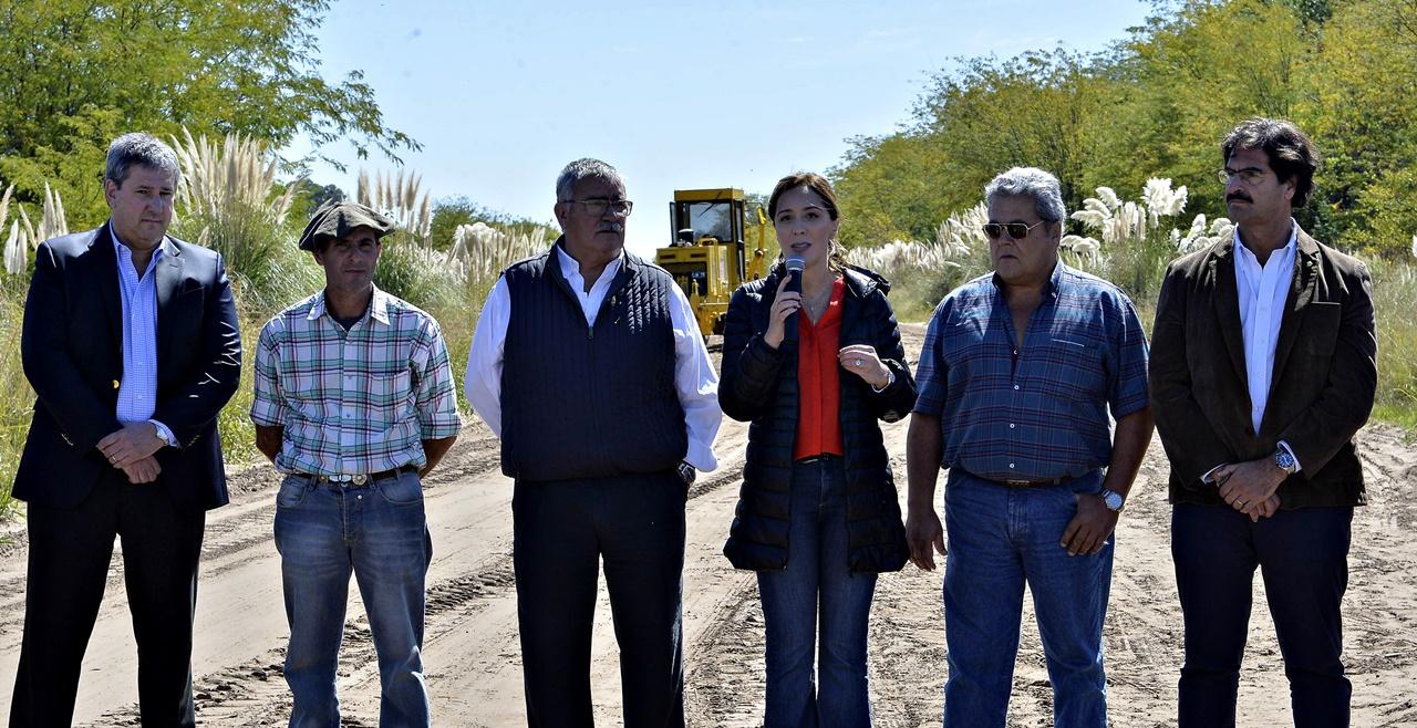 Un año y medio después de anunciarlo, Provincia comenzaría a reparar caminos rurales