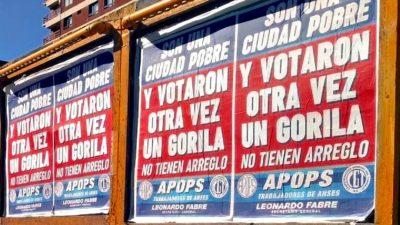 """Ultra polémico: un gremialista empapeló Mar del Plata con la frase """"son una ciudad pobre y votaron otra vez a un gorila"""""""