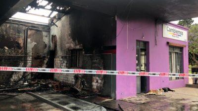 En Roque Pérez incendiaron un local de Cambiemos: Gasparini comunicó que ya fue identificado el autor