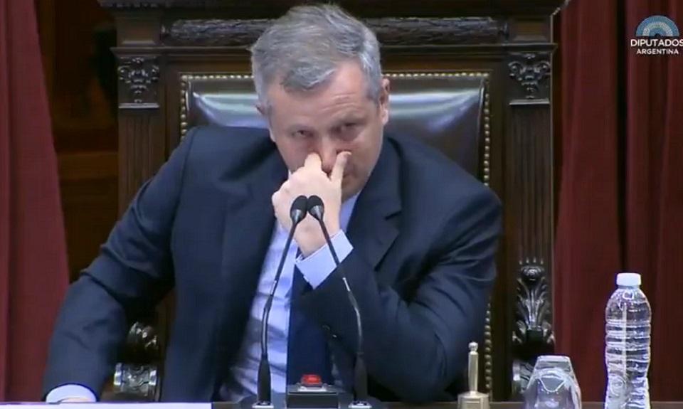 Emilio Monzó entre lágrimas y ovación se despide del Congreso Nacional