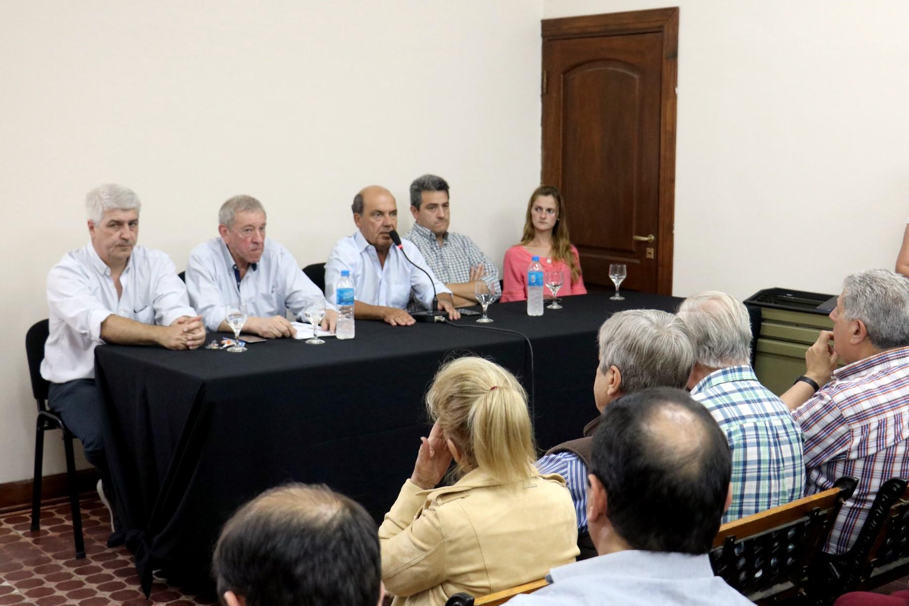 """Moccero presentó el plan """"33 acciones"""" para reactivar la producción y el empleo en Coronel Suárez"""