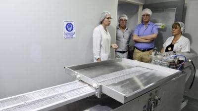 Las dos caras: Mientras Cambiemos intentó el ingreso de Farmacity a la provincia,  ahora Gollán apunta a la producción pública de medicamentos