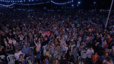Una multitud disfruta la Fiesta Nacional del Durazno en Mercedes