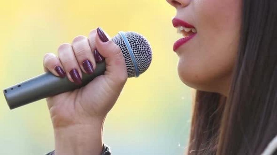 Los beneficios de recibir clases de canto en la red