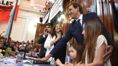 """La Plata / Garro asumió con un discurso duro: """"Los platenses no votaron partidos, ni ideologías; sino valores que están en ambos lados de la grieta"""""""